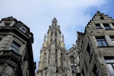 Anvers-cathédrale-gothique-Grand-Place-Grote Markt