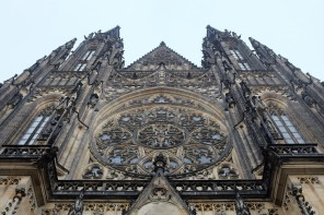 La façade de la cathédrale Saint-Guy de Prague