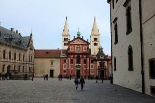 La basilique Saint-Georges située au cœur du château de Prague