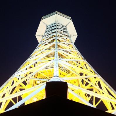 La tour d'observation de Petřín dans un parc de Prague