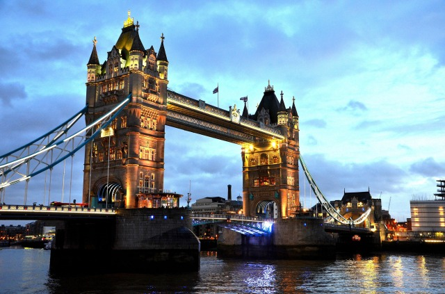 Londres-Tower-bridge-pont-Tamise-La City