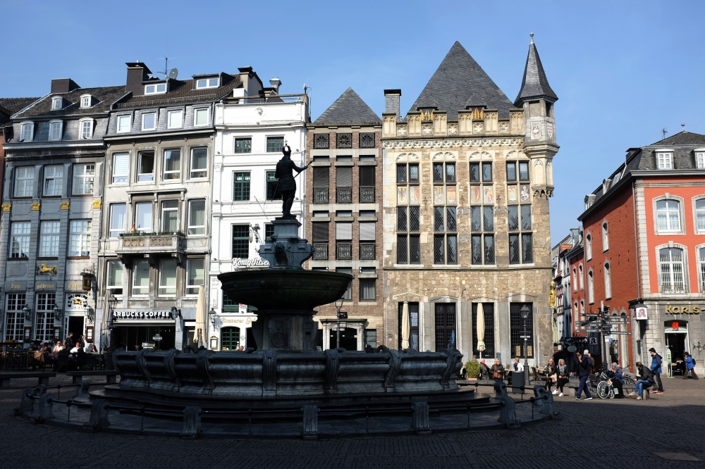 Aix-la-Chapelle-rathaus-hôtel de ville-place-ruelles-vieille-ville