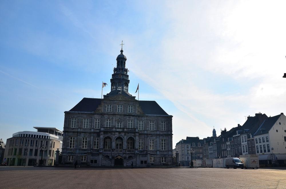 Maastricht-Markt-hôtel-de-ville-stadhuis