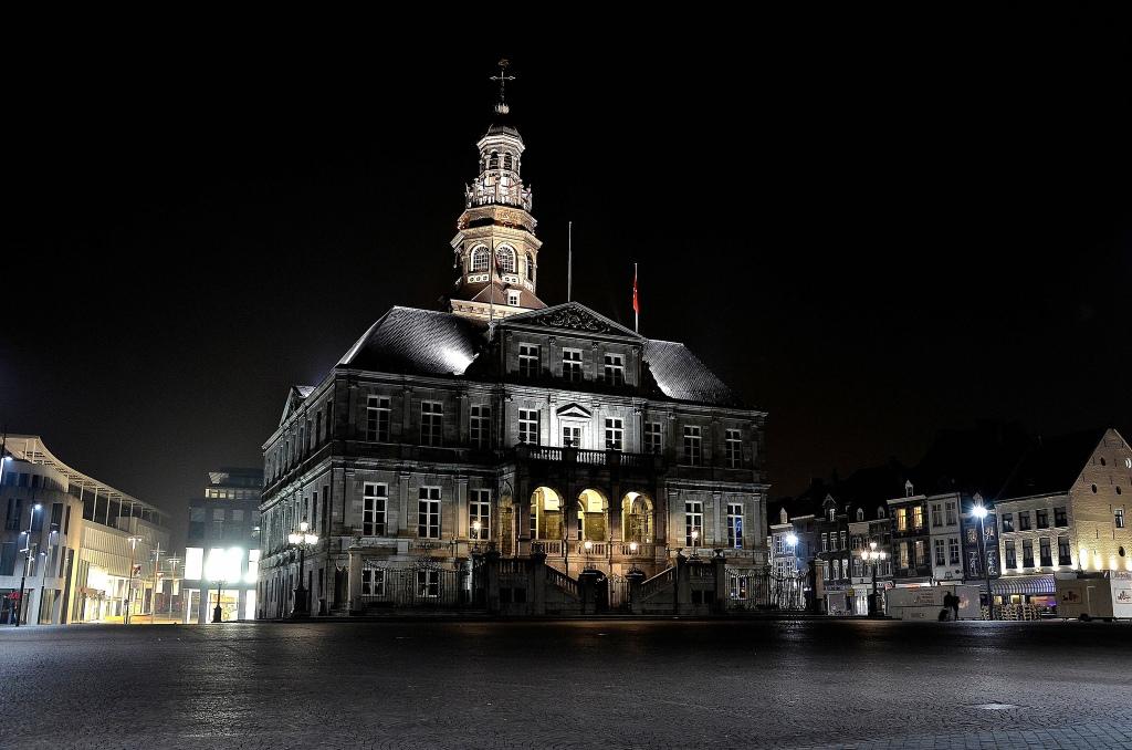 Maastricht-hötel-de-ville-stadhuis-Markt