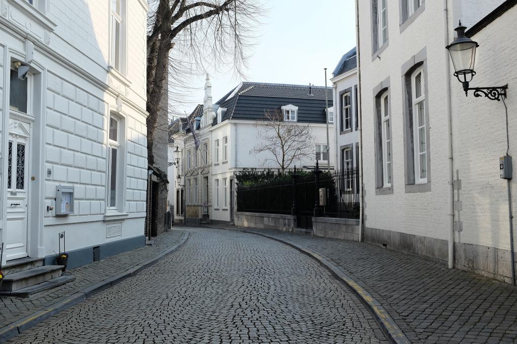 Maastricht-centre-historique-vieille-ville-rue-pavée