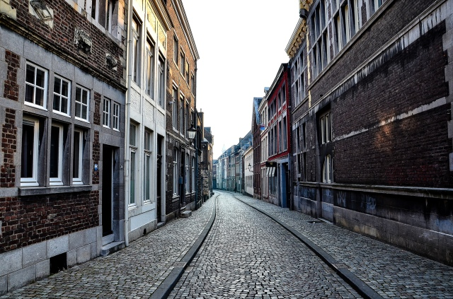 Une rue dans le centre historique de Maastricht