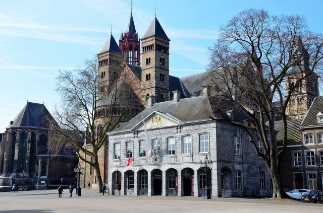 Maastricht-place-Vrijthof-vieille-ville