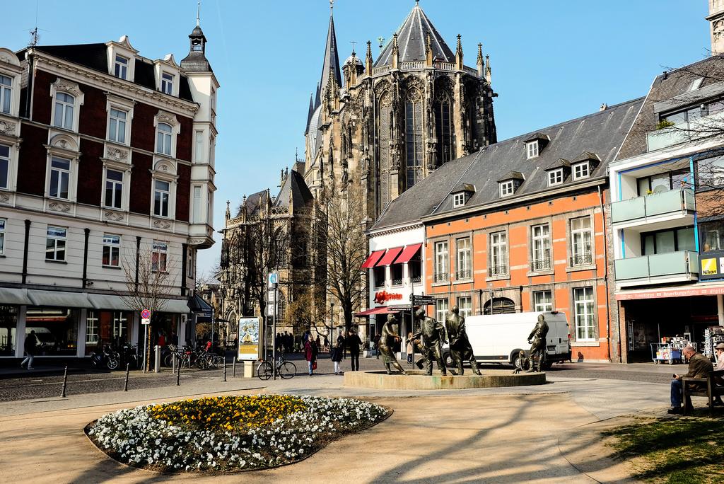 Aachen Aix-la-Chapelle cathédrale vieille ville Elisenbrunnen