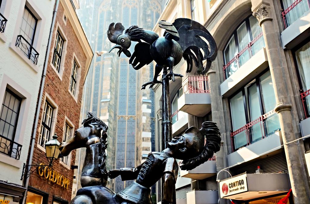 Aachen Aix-la-Chapelle Puppenbrunnen vieille ville cathédrale Allemagne
