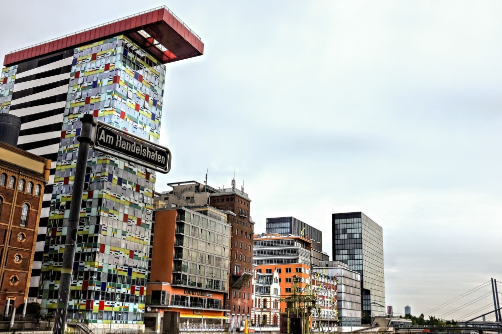 Düsseldorf MedienHafen architecture Frank Gehry buildings Colorium THE VIEW Skylounge & Bar
