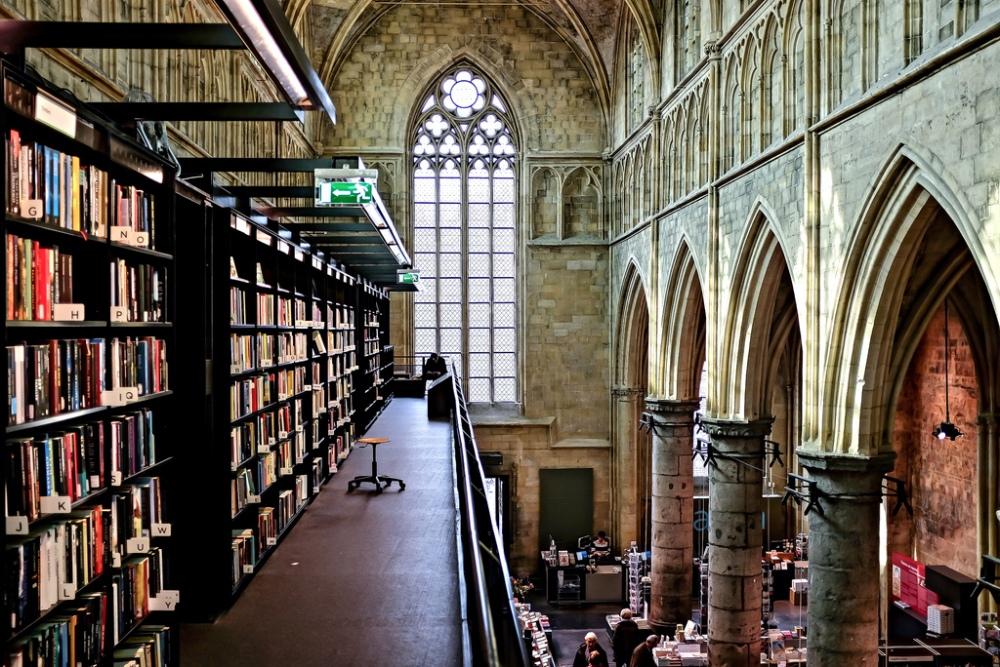 Maastricht-église-librairie-Selexyz-Bookstore