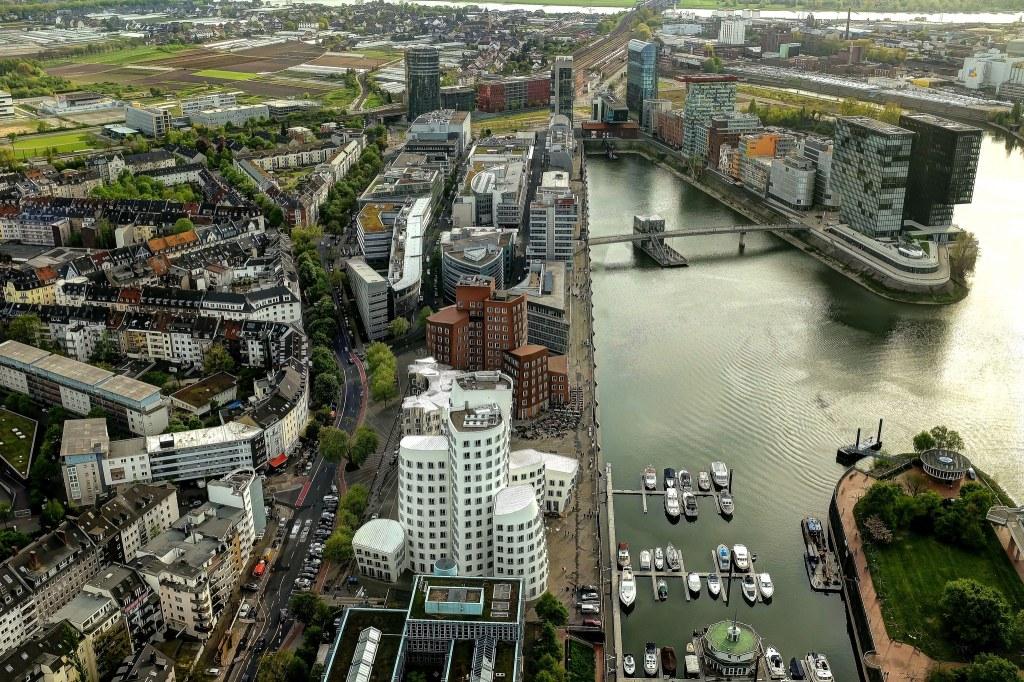 Düsseldorf Rheinturm Hafen MedienHafen skyline tour télévision