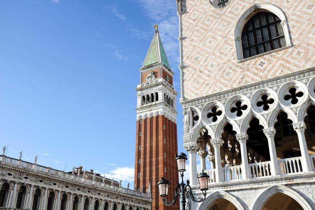 Venise-campanile-place Saint-Marc-piazza San Marco-palais des Doges