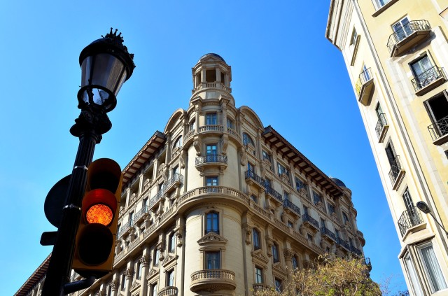 Eixample-Barcelone-moderne-chic-avenue