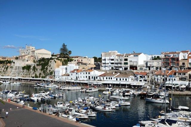 Ciutadella-port-Minorque-cathédrale-ville