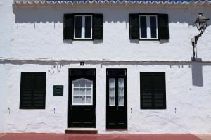 Fornells-Minorque-village-pêcheur-maison-blanche