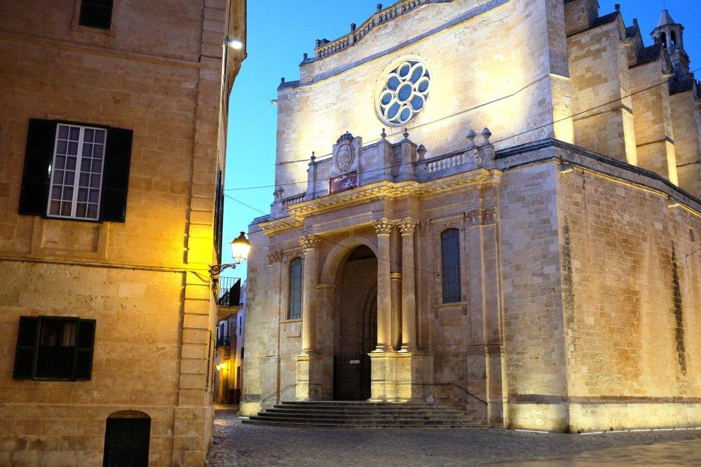 Ciutadella-Minorque-cathédrale-ville