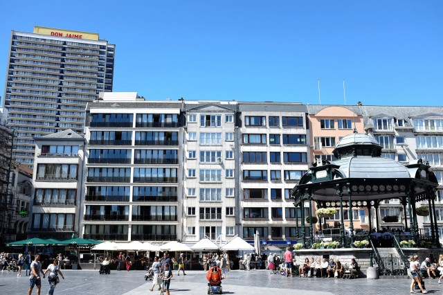 Ostende-centre-ville-façades-shopping-rues