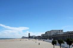 L'immense plage de la ville d'Ostende en Belgique