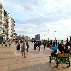 Un cuistax sur la digue d'Ostende et la promenade Albert 1er
