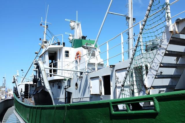 Le bateau chalutier Amandine dans le port d'Ostende