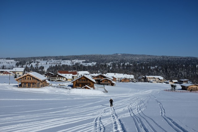 Jura-station-entre-les-Fourgs-randonnée-neige-montagne-hiver