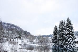 Jura-station-Métabief-ski-hiver-neige-montagne-lac