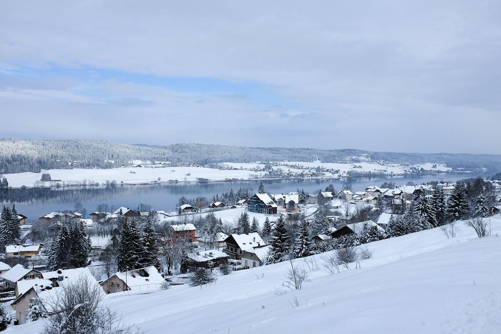 Jura-Malbuisson-lac-Saint-Point-hiver-neige