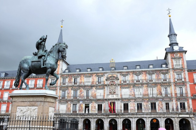 Madrid-Plaza Mayor-Austrias-place-statue