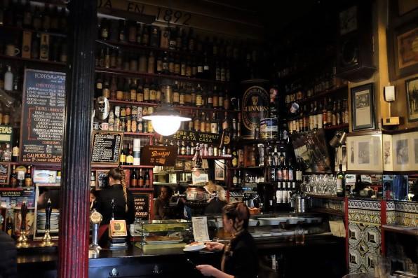 Un bar à tapas typique de Madrid, quartier Malasaña