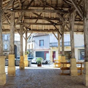 La halle couverte sur la place d'Armes de Belvès