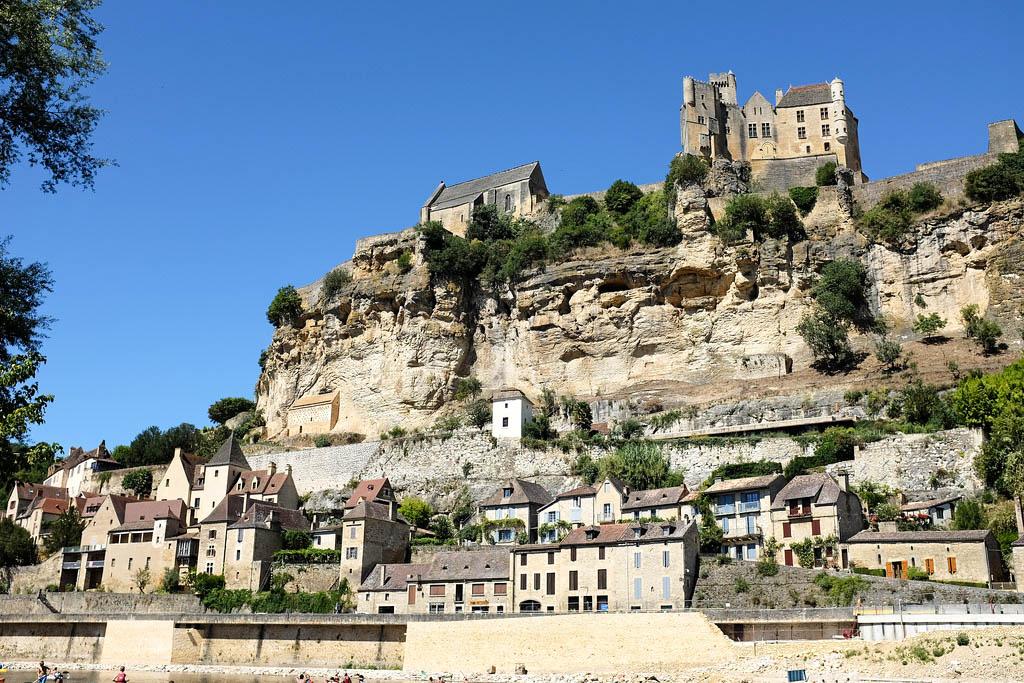 Le village de Beynac et son célèbre château en Dordogne