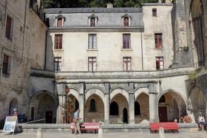 L'abbaye Saint-Pierre de Brantôme dans le nord de la Dordogne