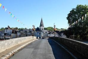 Cubjac petit village de Dordogne avec son pont et son église