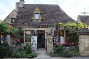 Domme possède en son centre une petite librairie insolite