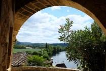 La Roque-Gageac surplombe la rivière Dordogne