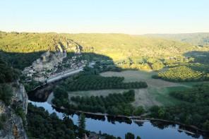 La vue sublime sur la vallée de la Dordogne depuis les Jardins de Marqueyssac