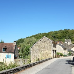 Saint-Amand-de-Coly est un village très calme et très beau