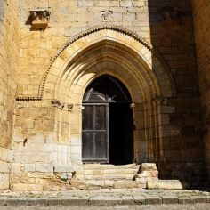La superbe abbatiale de Saint-Amand-de-Coly en Dordogne