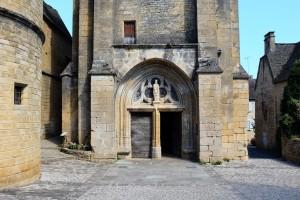 L'église de Saint-Geniès dans le Périgord