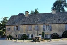 Une vielle bâtisse au cœur du village de Saint-Geniès