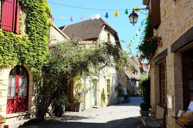 Saint-Léon-sur-Vézère fait partie des plus beaux villages de France