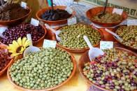 Différents variétés d'olives sur le marché de Sarlat