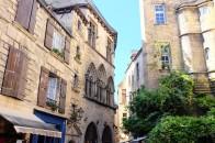 Sarlat et son architecture médiévale au cœur de la Dordogne