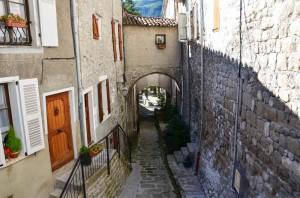 Le village d'Annot, point de départ de la randonnée pour découvrir les célèbres grès d'Annot