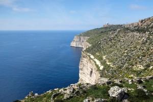Les immenses falaises de Dingli sur la côte ouest de Malte