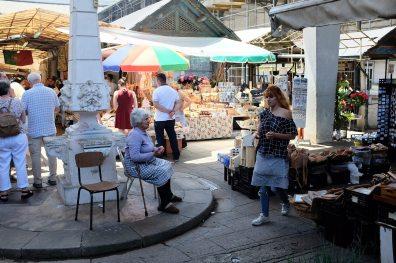 Il y a de la vie sur le marché de Bolhão, un marché réputé de Porto