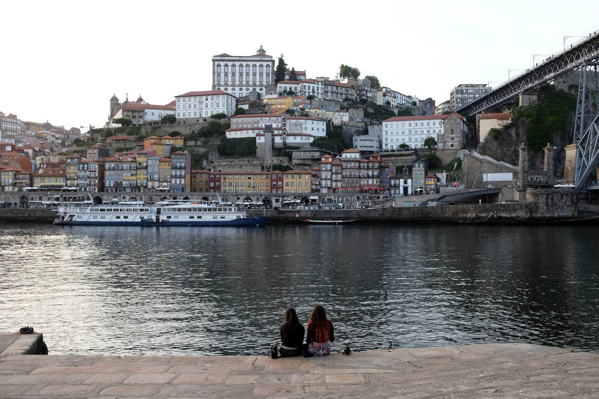 Porto girls and douro