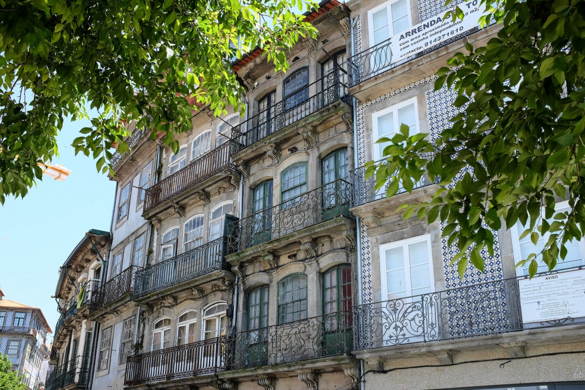 Porto old buildings