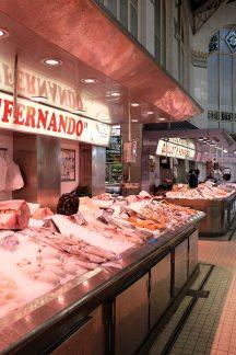 Un étal de poissons au cœur du marché Central, le plus grand marché de la ville